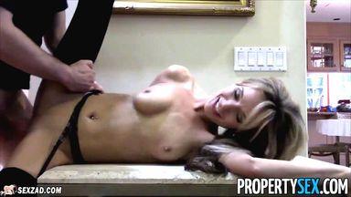 Fefy Velazques сняла трусики и показала интимные места в спальне